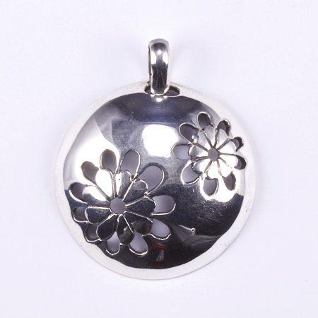 Ezüst kerek medál virágokkal