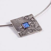 """Izraeli ezüst opál medál fél merev láncon """"négyzet"""""""
