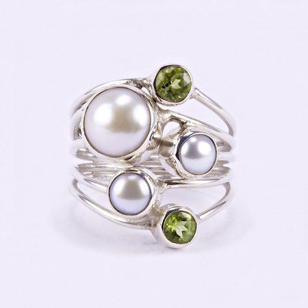 Ezüst gyöngy és olivin köves gyűrű