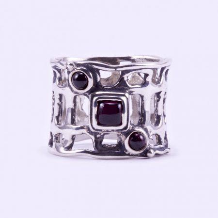 """Izraeli ezüst gránát köves gyűrű """"ker.átlós"""""""