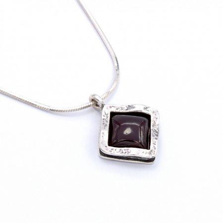 """Izraeli ezüst gránát köves medál lánccal """"álló.négyzet"""""""
