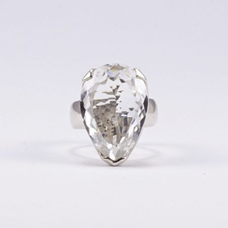 """Ezüst csepp alakú hegyikristály gyűrű """"köz"""""""
