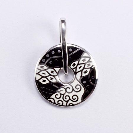 Ezüst fekete-fehér zománcozott medál