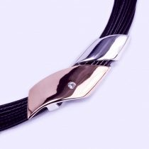 Ezüst-több soros bőr lánc medállal