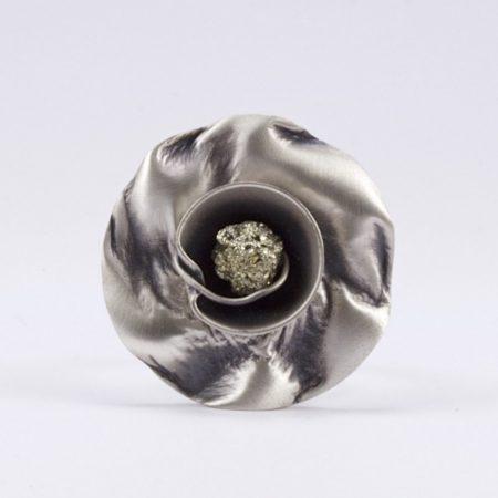 Ezüst virág pirit gyűrű