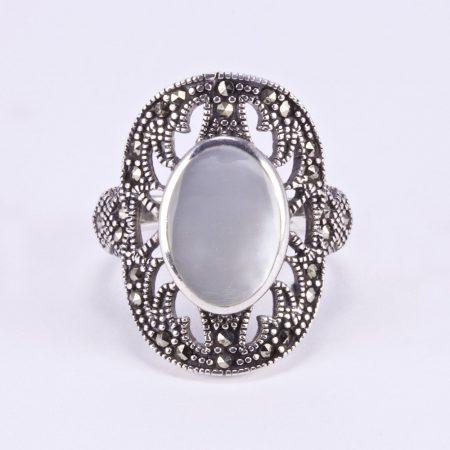 """Ezüst gyöngyház és markazit köves gyűrű """"ovál"""""""