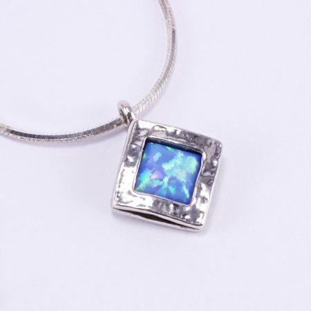 """Izraeli ezüst opál medál lánccal """"kis álló négyzet"""""""