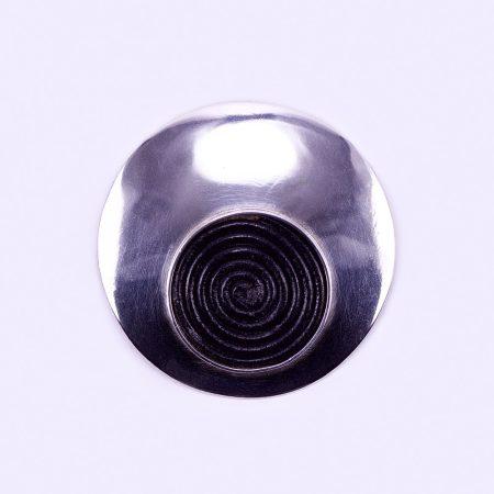 Egyedi ezüst bőrrel kombinált medál