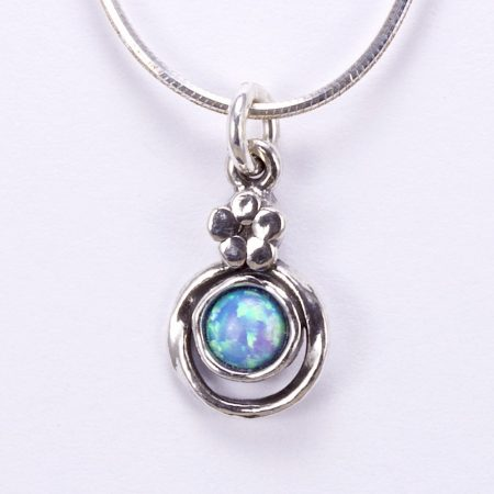 "Izraeli ezüst opál köves medál lánccal ""kis virág"""