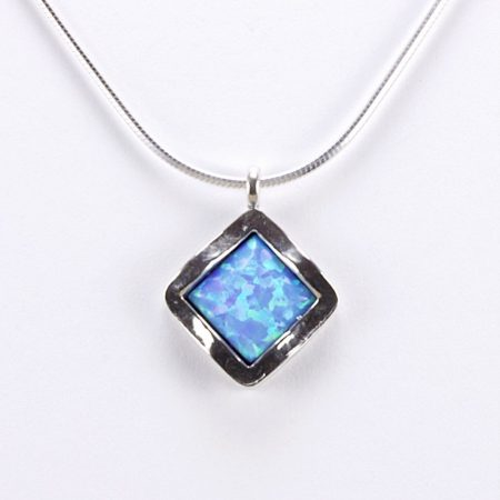 """Izraeli ezüst opál medál lánccal """"álló négyzet"""""""